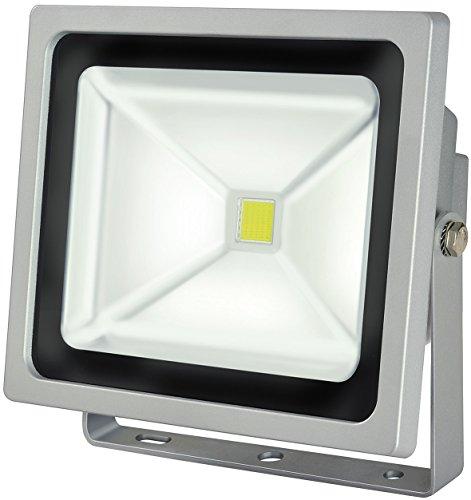 Brennenstuhl Chip-LED-Leuchte  LED Strahler außen robuster Außenstrahler 50 Watt Baustrahler IP65 geprüft LED Fluter Tageslicht Farbe silber