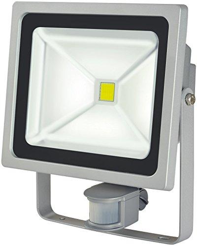 Brennenstuhl Chip-LED-Leuchte  LED Strahler mit Bewegungsmelder Infrarot für außen Außenstrahler 50 Watt LED Fluter Tageslicht IP44 Farbe silber