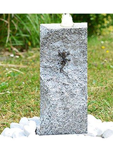 Gartenbrunnen Quellstein Granit mit Sockel Bronzeeidechse im Komplett-Set inkl LED